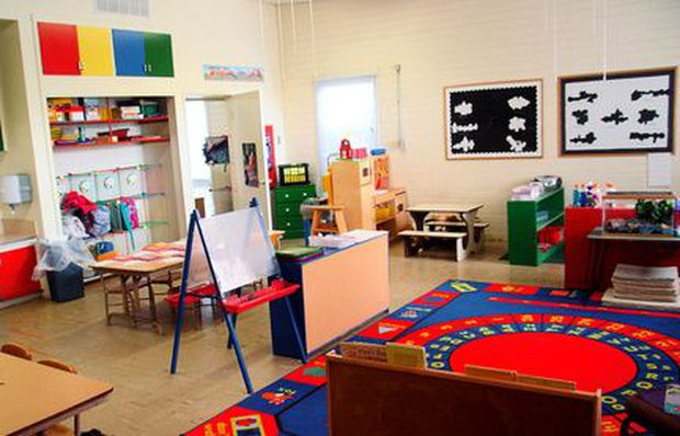 C mo decorar un sal n de preescolar ideas con fotos for Adornos para el salon de casa