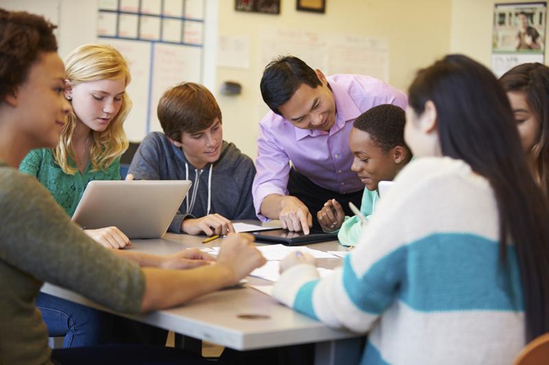 Es recomendable la amistad entre profesor y alumnos