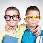 Es bueno separar a los mellizos o gemelos en el colegio