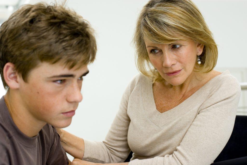 Qué papel juegan los padres y maestros en caso del Bullying