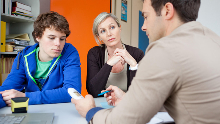 Habla con el profesor de tu hijo adolescente