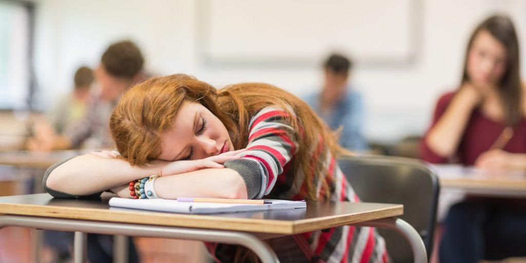 Por qué los alumnos duermen en clase