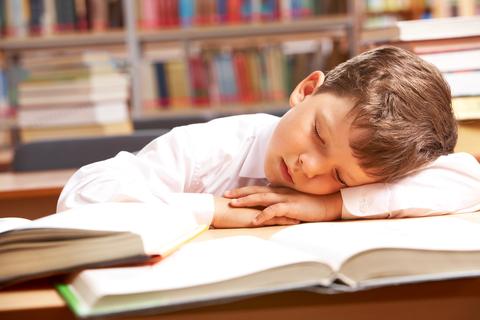 Por qué mi hijo se Duerme en el Kínder