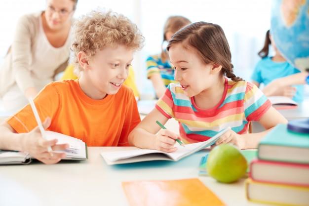 Por qué los alumnos platican en clase