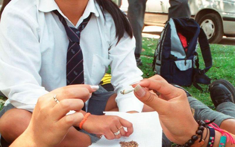 Por qué los estudiantes consumen drogas